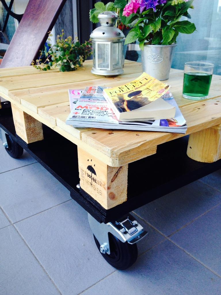 enfin une table basse parfaite pour les ap ritifs. Black Bedroom Furniture Sets. Home Design Ideas
