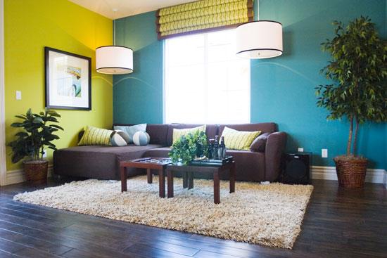 table-basse-dans-living-room